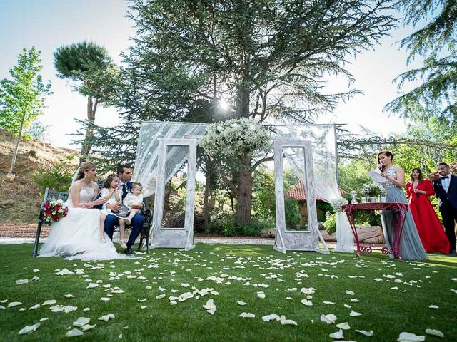 La boda de Saúl y Sandra en Valdemorillo, Madrid 37