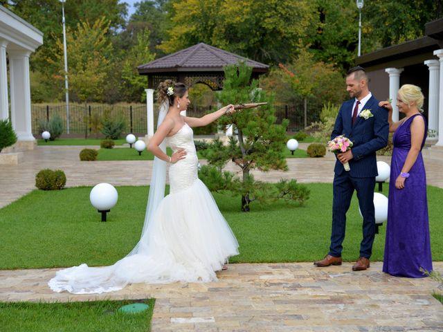 La boda de Adrian y Alina en Rumanes, Asturias 12