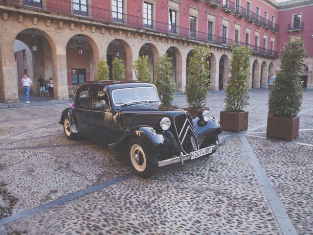 La boda de Valentín y Ingil en Gijón, Asturias 3