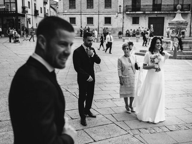 La boda de Paco y Laura en Burgo De Osma, Soria 54
