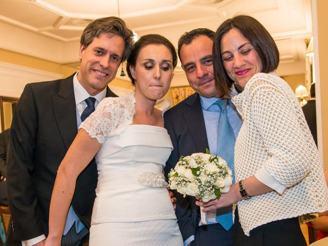 La boda de Manu y Teba en Las Arenas, Vizcaya 61