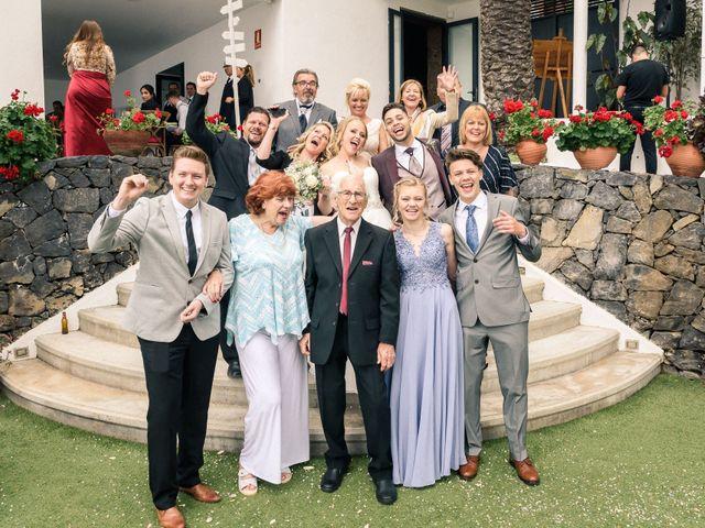 La boda de Bryan y Vienna en La Victoria De Acentejo, Santa Cruz de Tenerife 112
