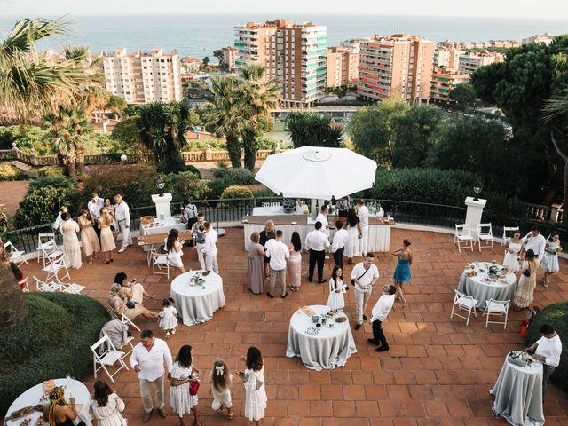 La boda de Danu y Victoria en Sant Vicenç De Montalt, Barcelona 35