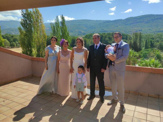 La boda de Rafael y Virginia  en Valdastillas, Cáceres 16