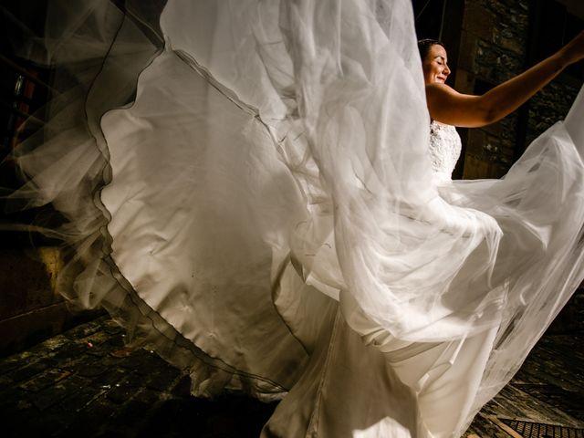 La boda de Josu y Carolina en Hondarribia, Guipúzcoa 33