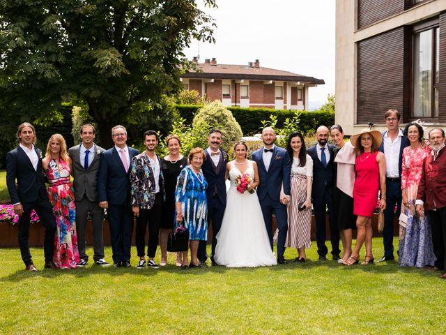 La boda de Josu y Carolina en Hondarribia, Guipúzcoa 36