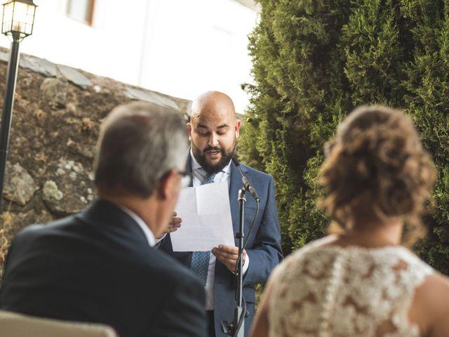 La boda de Oswaldo y María en San Vicente De Alcantara, Badajoz 13