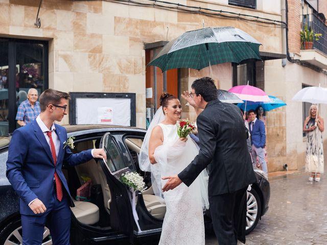 La boda de Javier y Adriana en Alcanadre, La Rioja 11