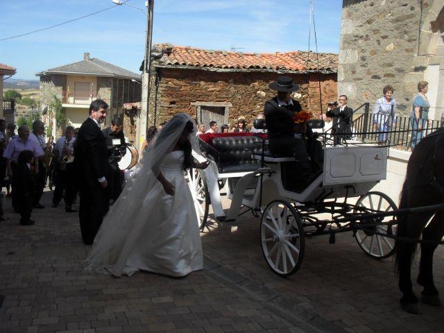 La boda de Luciane Aparecida y Juan Antonio en Trabazos, Zamora 14