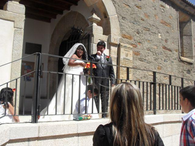 La boda de Luciane Aparecida y Juan Antonio en Trabazos, Zamora 17