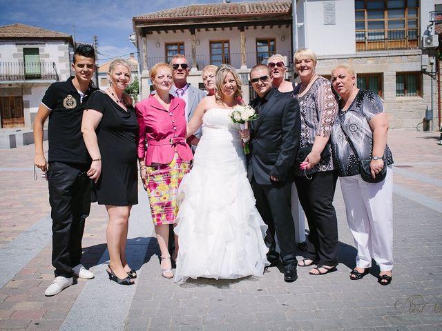 La boda de Conchi y Iván en Navalagamella, Madrid 84