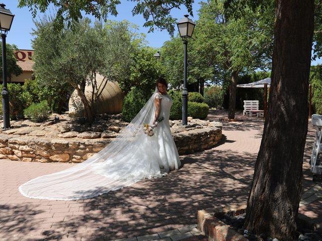 La boda de Dario y Mari Carmen en Casas De Fernando Alonso, Cuenca 15