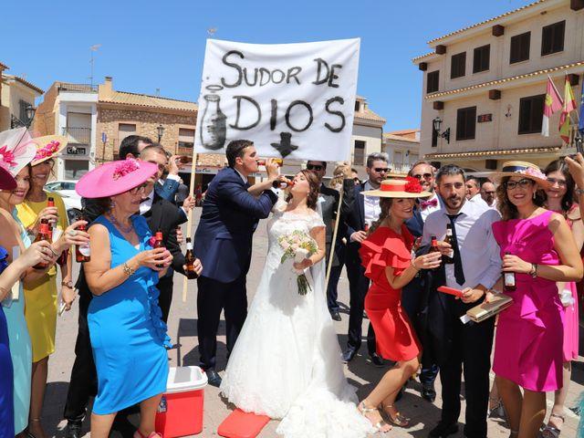 La boda de Dario y Mari Carmen en Casas De Fernando Alonso, Cuenca 16