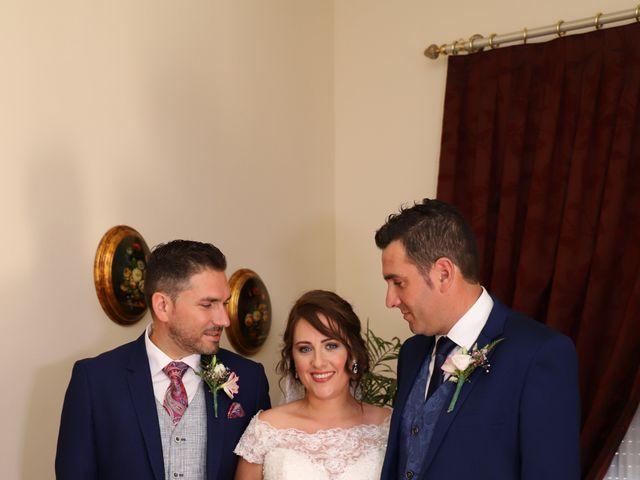 La boda de Dario y Mari Carmen en Casas De Fernando Alonso, Cuenca 22