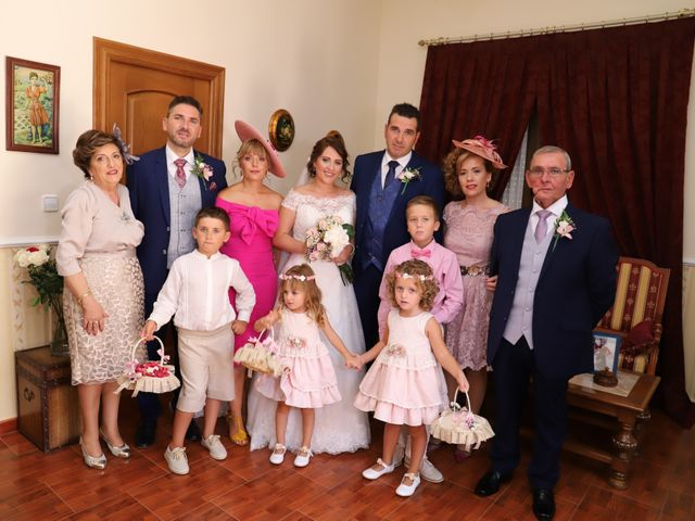 La boda de Dario y Mari Carmen en Casas De Fernando Alonso, Cuenca 23