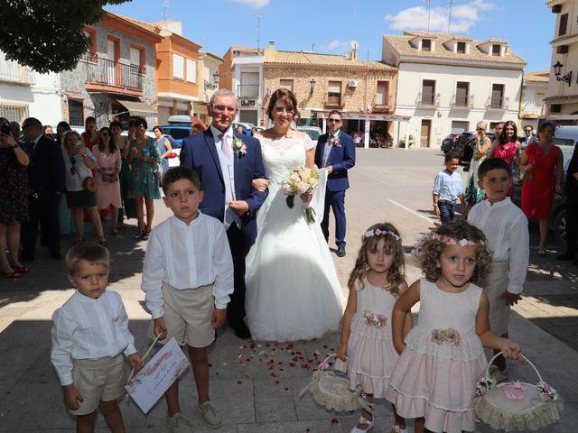 La boda de Dario y Mari Carmen en Casas De Fernando Alonso, Cuenca 36