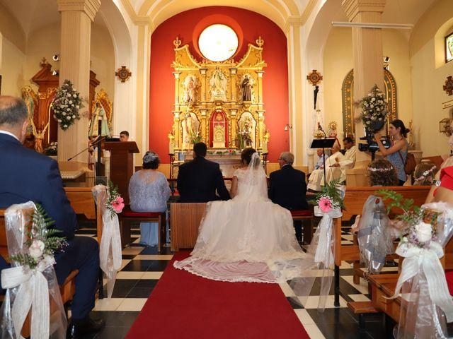 La boda de Dario y Mari Carmen en Casas De Fernando Alonso, Cuenca 38