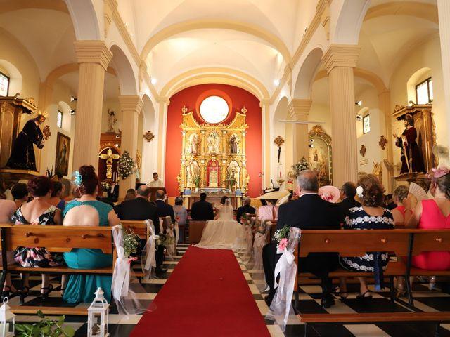 La boda de Dario y Mari Carmen en Casas De Fernando Alonso, Cuenca 39