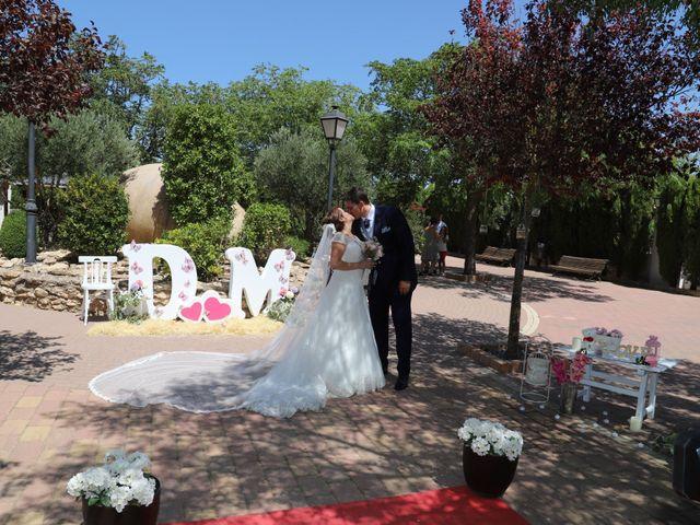 La boda de Dario y Mari Carmen en Casas De Fernando Alonso, Cuenca 48