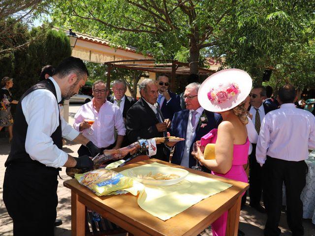 La boda de Dario y Mari Carmen en Casas De Fernando Alonso, Cuenca 82