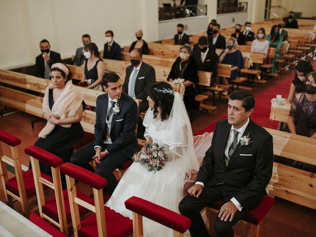 La boda de Miguel y Lucía en Oviedo, Asturias 17