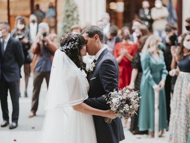 La boda de Miguel y Lucía en Oviedo, Asturias 26
