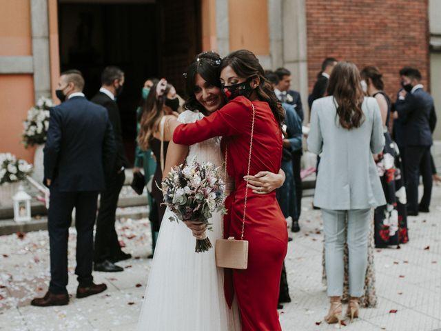 La boda de Miguel y Lucía en Oviedo, Asturias 27