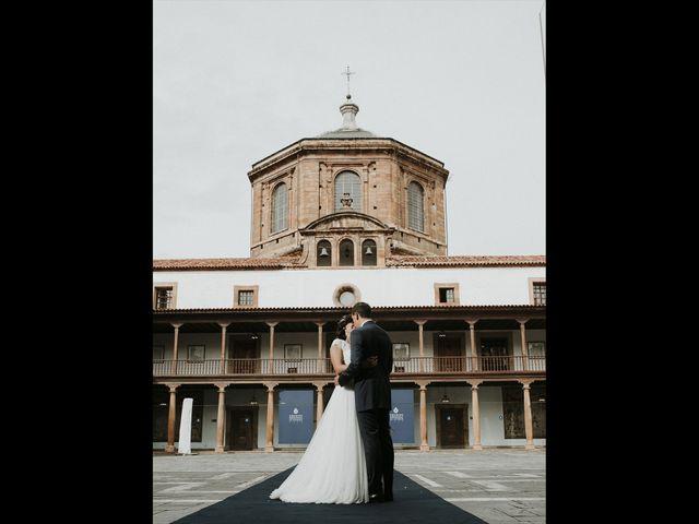 La boda de Miguel y Lucía en Oviedo, Asturias 32