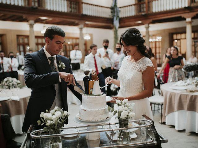 La boda de Miguel y Lucía en Oviedo, Asturias 35
