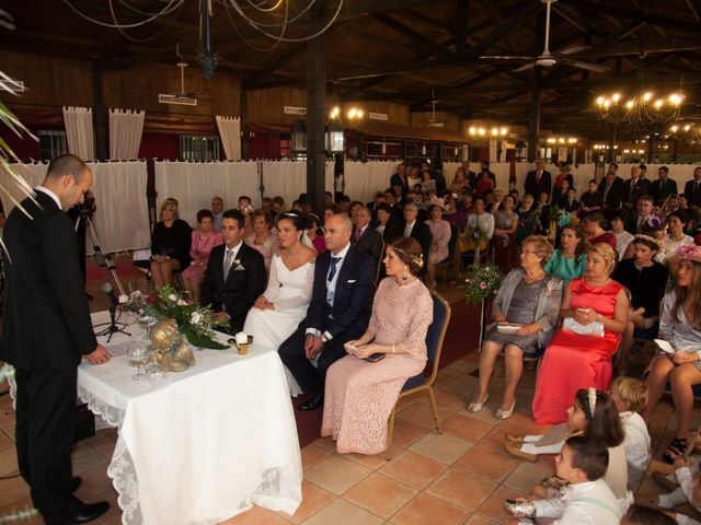 La boda de Javier y Cinta en Valverde Del Camino, Huelva 35