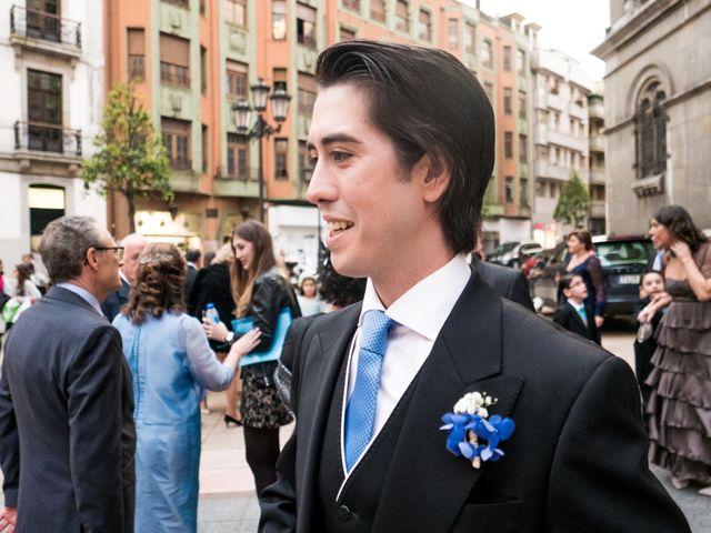 La boda de Gus y Esther en Oviedo, Asturias 32