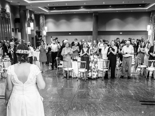 La boda de Manuel y Paula en Vigo, Pontevedra 42