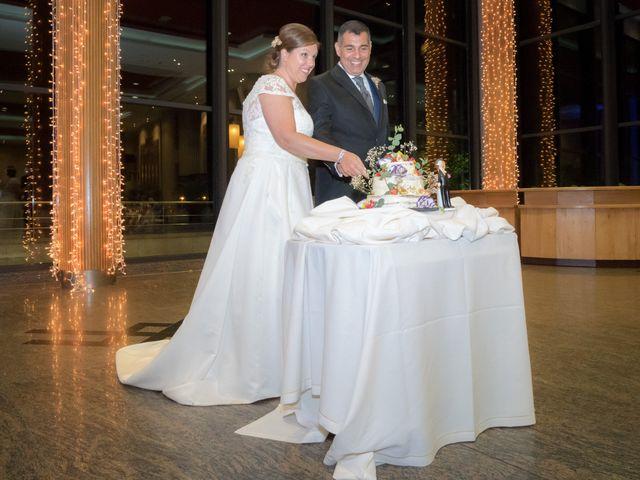 La boda de Manuel y Paula en Vigo, Pontevedra 44