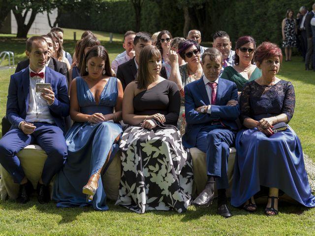 La boda de Gabriel y Noemí en Santiago De Compostela, A Coruña 30