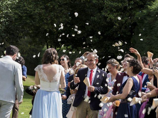 La boda de Gabriel y Noemí en Santiago De Compostela, A Coruña 35
