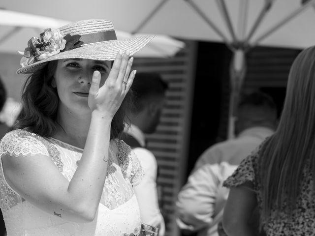 La boda de Gabriel y Noemí en Santiago De Compostela, A Coruña 43