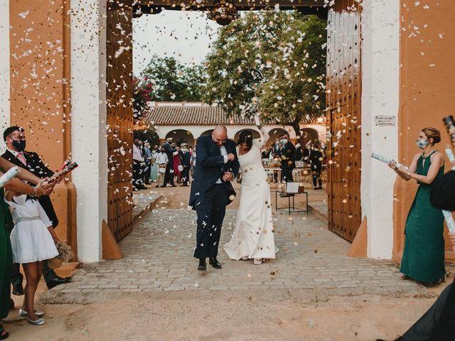 La boda de Carmen y Fernando  en Alcala De Guadaira, Sevilla 27