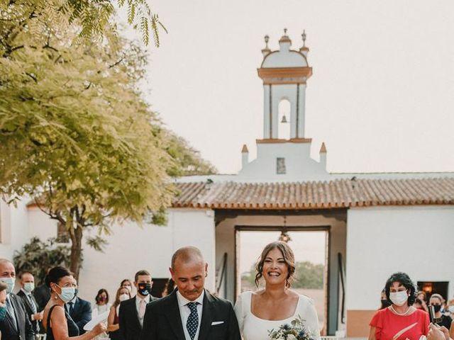 La boda de Carmen y Fernando  en Alcala De Guadaira, Sevilla 36