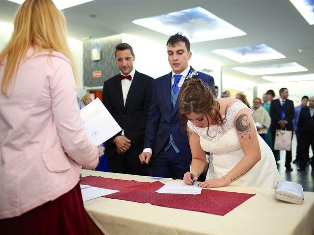 La boda de David  y Bea  en Arganda Del Rey, Madrid 16