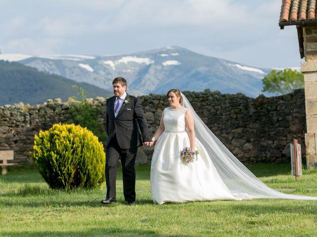 La boda de Raúl y Amparo en Barco De Avila, Ávila 16