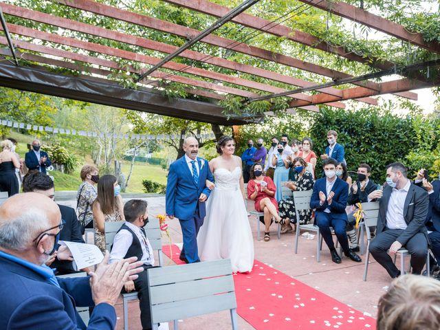 La boda de Ainara y Iraia en Forua, Vizcaya 10