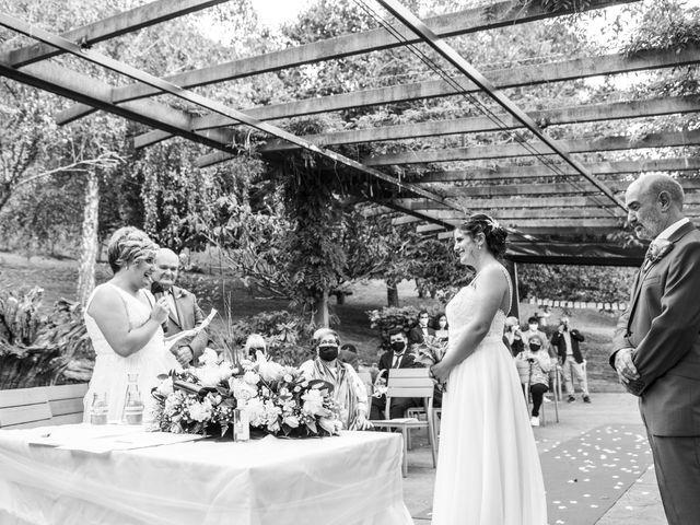 La boda de Ainara y Iraia en Forua, Vizcaya 12