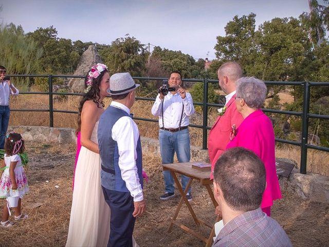 La boda de Luis y Luza en Fresnedilla De La Oliva, Madrid 43
