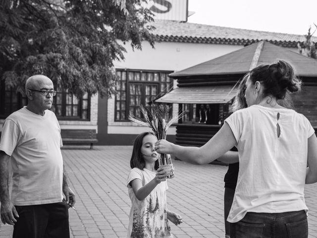 La boda de Victor y Marián en Casas De Los Pinos, Cuenca 44