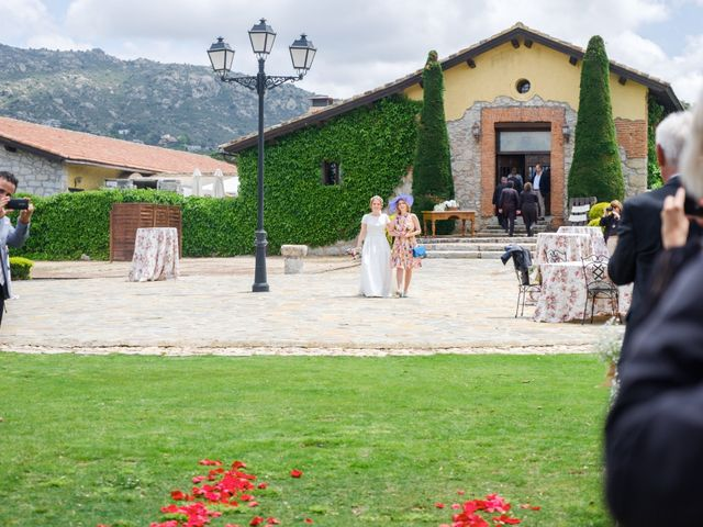 La boda de Javier y Clara en Collado Villalba, Madrid 39