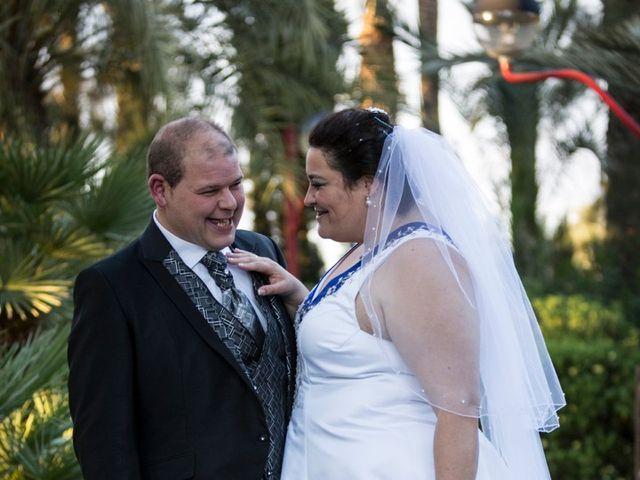 La boda de VICTOR y REBECA en Callosa De Segura, Alicante 43