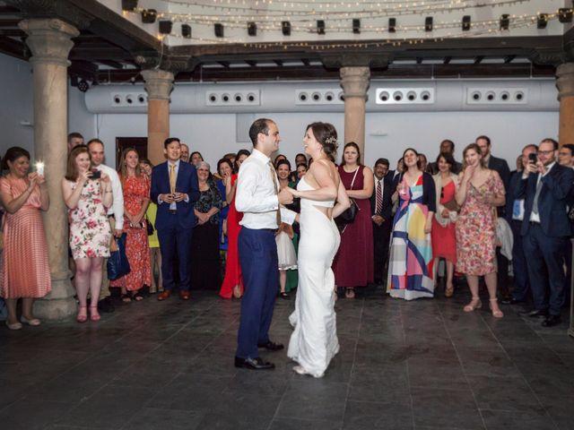 La boda de Adrés y Shara en Oviedo, Asturias 22