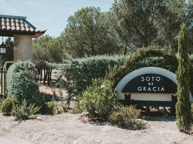 La boda de Vicente y Caridad en Valdetorres De Jarama, Madrid 1