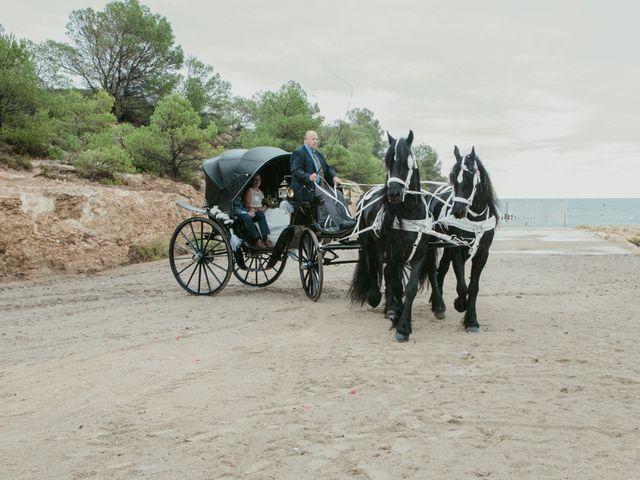 La boda de Nuria y Amanda en L' Ametlla De Mar, Tarragona 16