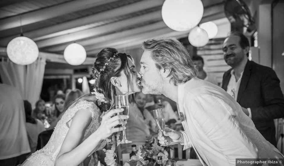 La boda de Martín y Elena en Portinatx, Islas Baleares